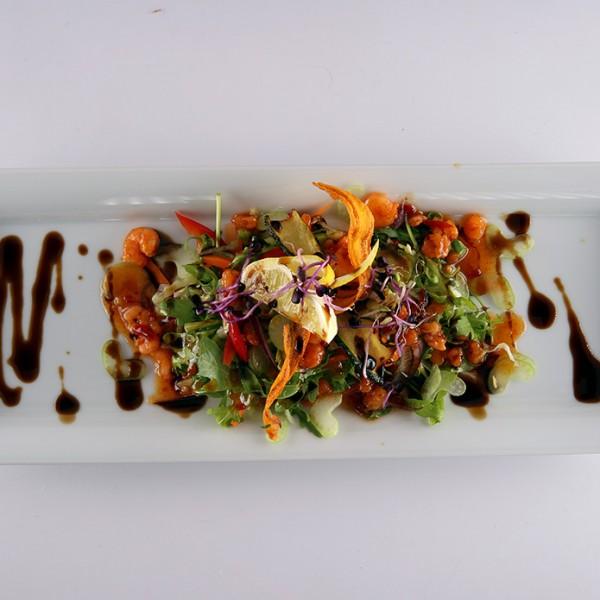csipos-raksalata-angolzellerrel-es-balzsamecetes-chili-szosszal