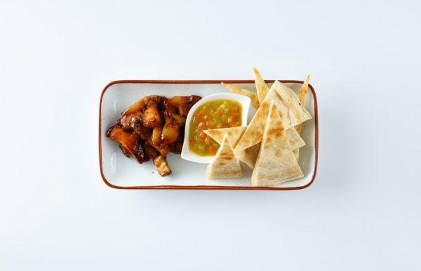 edes-chilis_hasaalja_falatok_hazi_currys_savanyu_raguval_es_pizza_kenyerrel (1)_ED